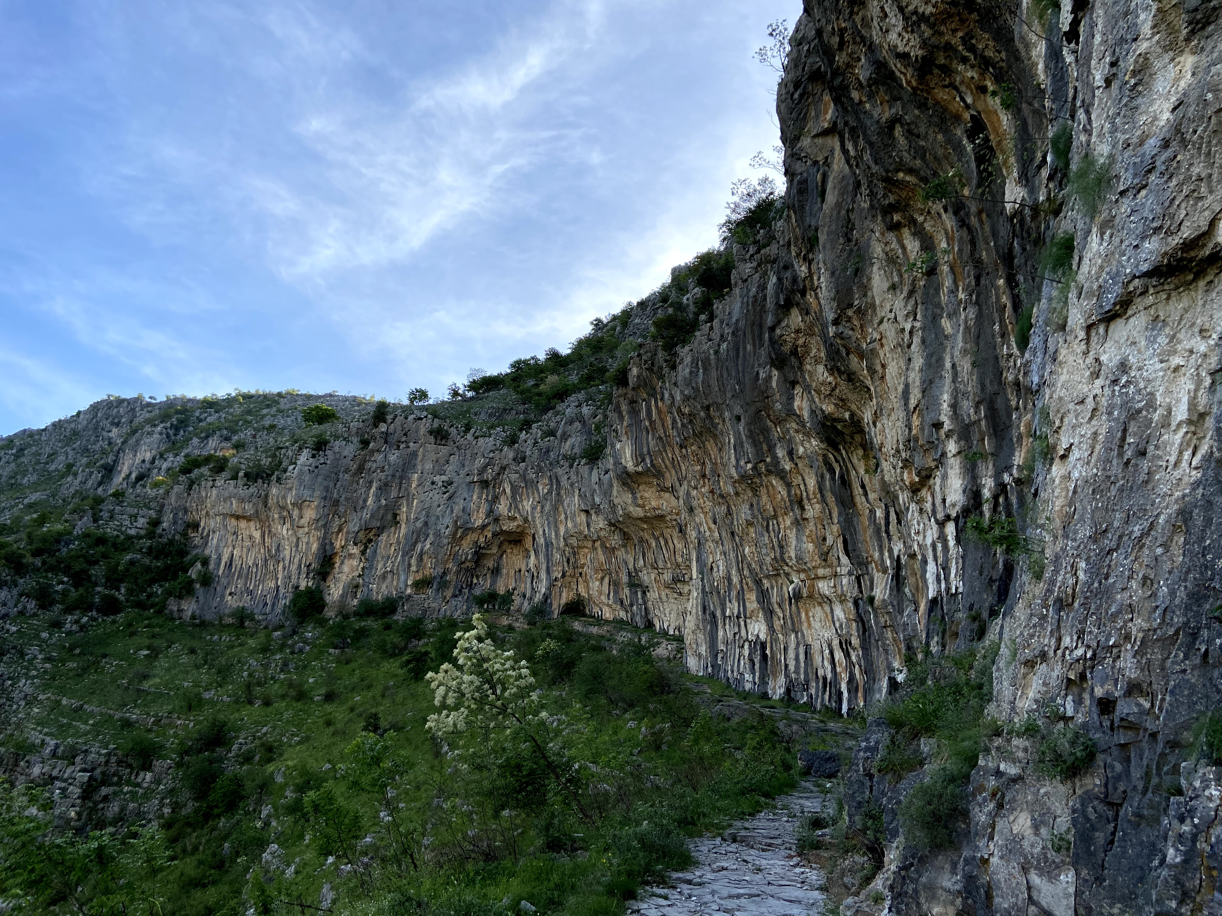 Steep crag which is covered in tufas and is very featured.