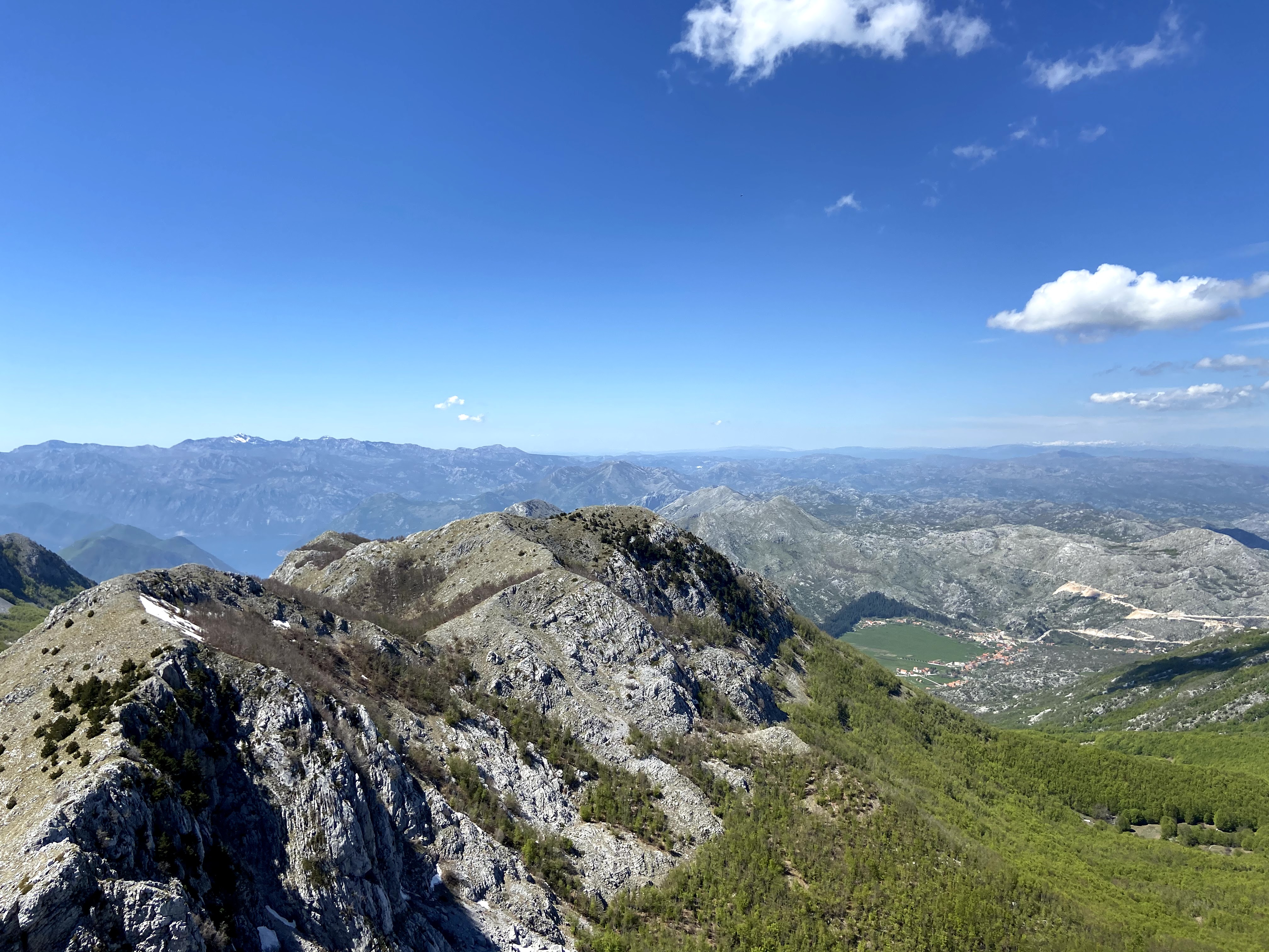 Panoramic views of rock and mountains everywhere into the far distance.